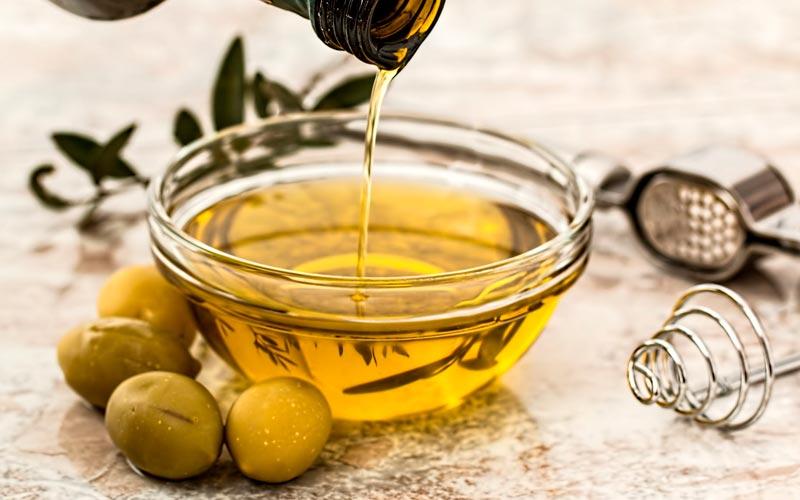 aceite de oliva en cuchara